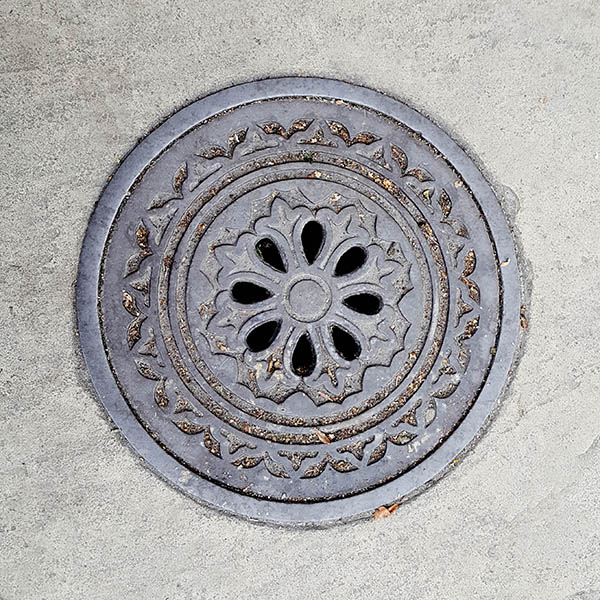 Manhole Cover, London - Cast iron decorative pattern and cut out