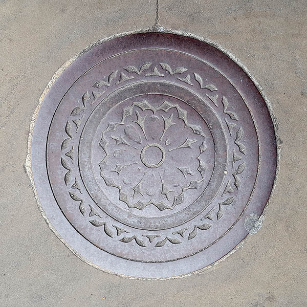 Manhole Cover, London - Cast iron with decorative circular fleur dis lis pattern