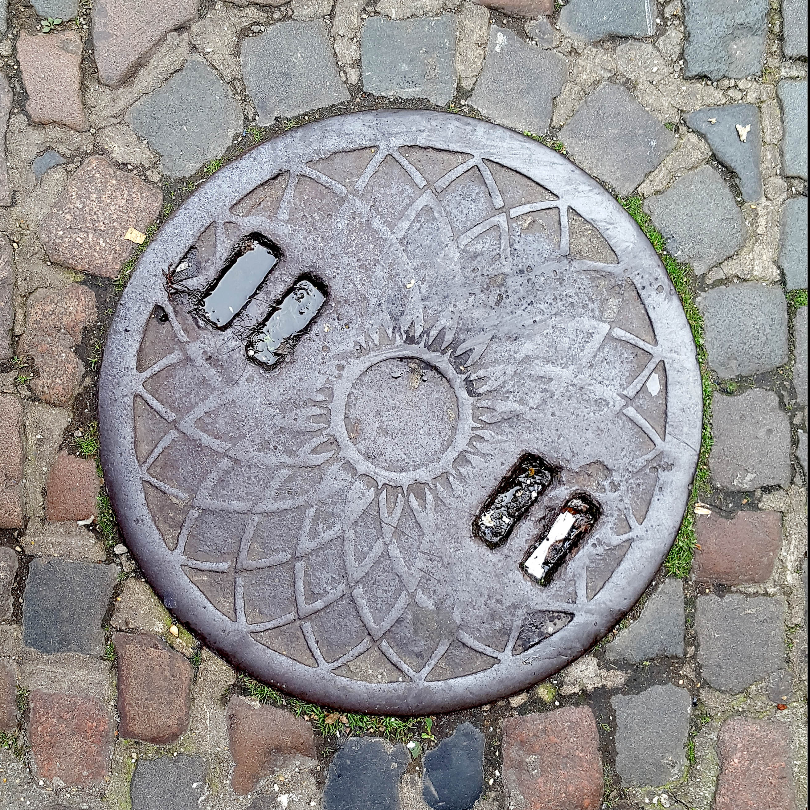 Manhole Cover, London - Cast iron with criss cross geometric floral pattern